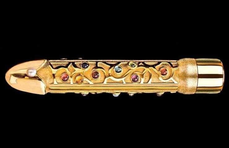 фаллоимитаторы, украшенные драгоценными камнями